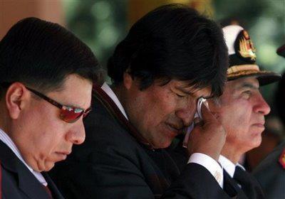 El Presidente de Bolivia Evo Morales llora ante Hugo Chávez.
