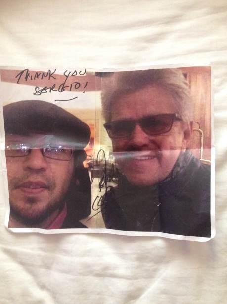 """Peter Cetera le agradeció a Sergio Lugo por un artículo que escribió sobre él en el diario """"El Sur"""" de Acapulco."""