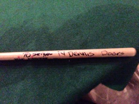Drum-stick (baqueta) que le regaló Ty Dennis a Sergio Lugo.