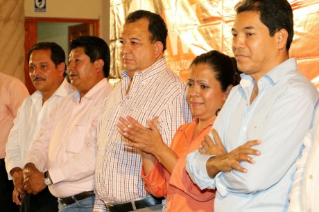 De izquierda a derecha: Marino Miranda, Carlos de Jesús Alejandro, Walton, Emperatriz Basilio y Silvano Blanco. Ex candidatos del Movimiento Ciudadano. Foto tomada de Internet.