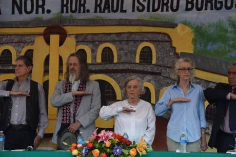 Padrinos: Gabriel Retes, Poniatowska y Martha Lamas. Foto Internet.