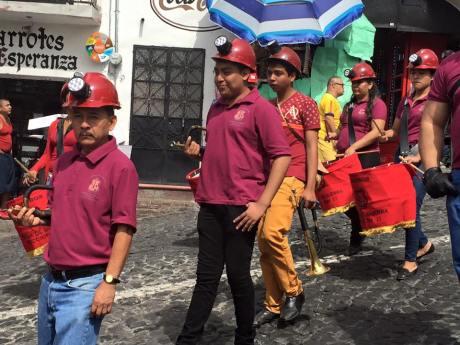 Banda de guerra, del Sindicato minero de Taxco. Marcha del 30 de julio del 2015. Por 8 años de huelga. Foto: Sergio Lugo.