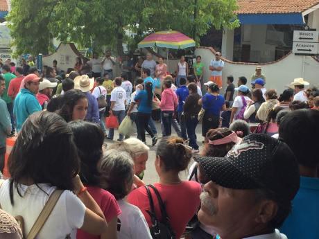 Marcha del 30 de julio del 2015. Por 8 años de huelga del Sindicato Minero de Taxco. Foto: Sergio Lugo. Cientos de personas marcharon.