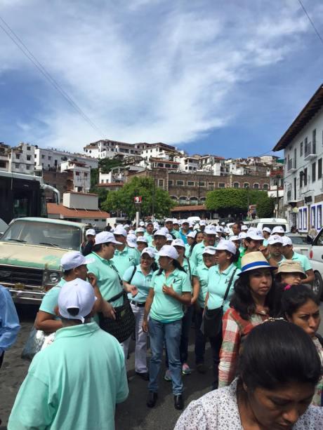 Trabajadores del Estado, miembros del sindicato del SUSPEG, así como del Sindicato de telefonistas, acompañaron a los mineros por las calles de Taxco.